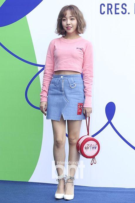 Hyo Yeon lo chan ngan, bung mo tai Seoul Fashion Week - Anh 4