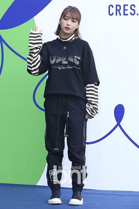 Hyo Yeon lo chan ngan, bung mo tai Seoul Fashion Week - Anh 6