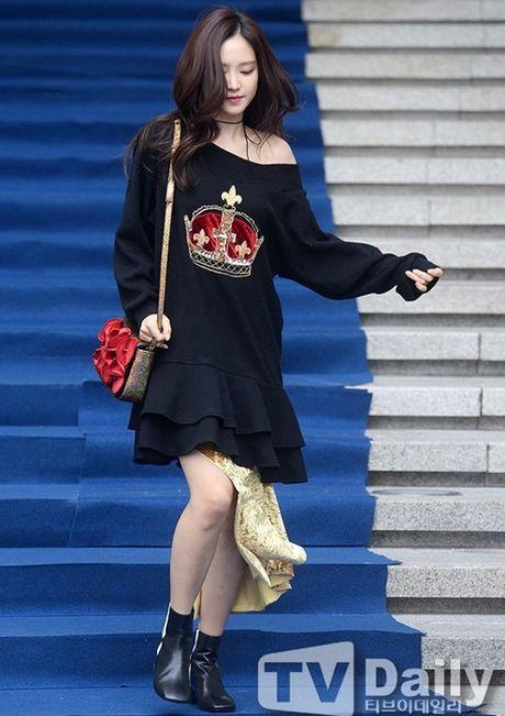 Hyo Yeon lo chan ngan, bung mo tai Seoul Fashion Week - Anh 8