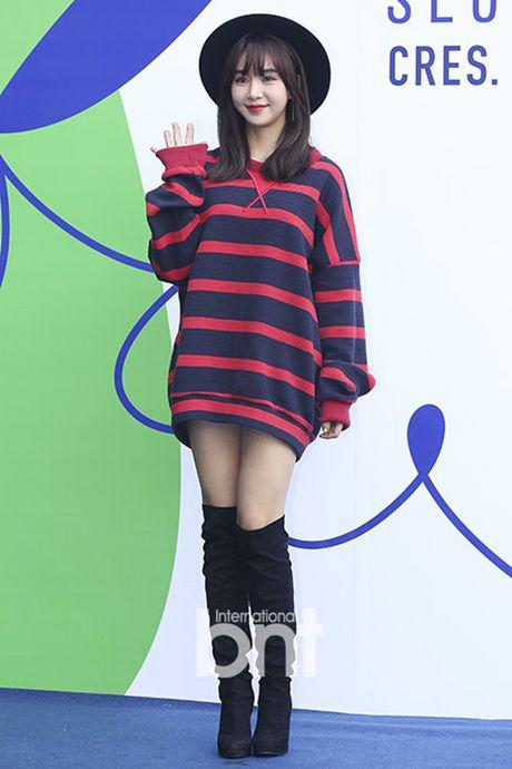 Hyo Yeon lo chan ngan, bung mo tai Seoul Fashion Week - Anh 9