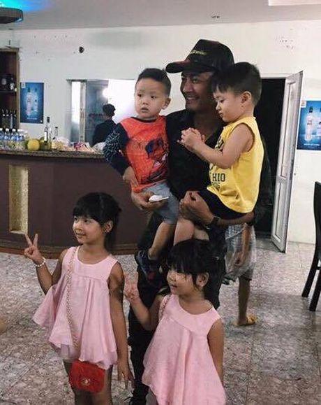 MC Phan Anh phai an toi muon do bi cac Fan 'san' tim chup anh - Anh 1