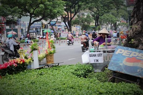 Nguoi Sai Gon nhon nhip mua hoa tuoi lam qua tang 20/10 - Anh 13