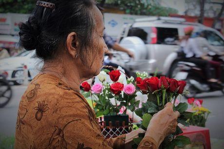 Nguoi Sai Gon nhon nhip mua hoa tuoi lam qua tang 20/10 - Anh 2
