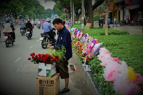 Nguoi Sai Gon nhon nhip mua hoa tuoi lam qua tang 20/10 - Anh 3