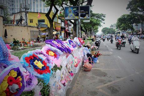 Nguoi Sai Gon nhon nhip mua hoa tuoi lam qua tang 20/10 - Anh 4