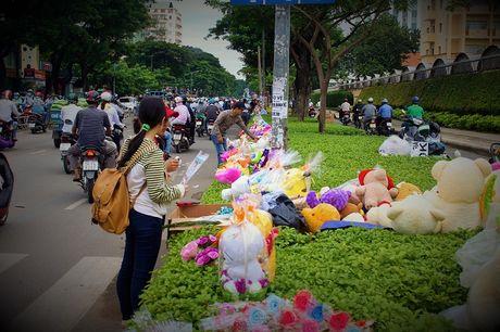 Nguoi Sai Gon nhon nhip mua hoa tuoi lam qua tang 20/10 - Anh 6