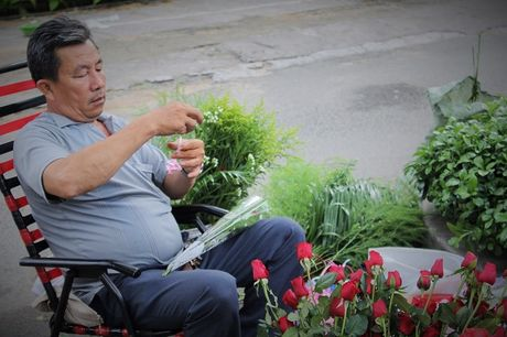 Nguoi Sai Gon nhon nhip mua hoa tuoi lam qua tang 20/10 - Anh 9