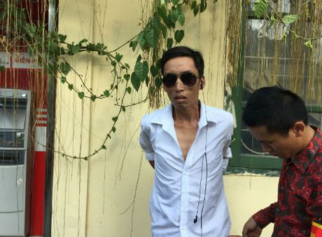 Doi tuong que chan mang theo heroin bi 141 tom gon - Anh 1