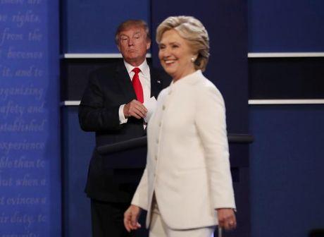 Thi truong tin Clinton 'thang' Trump trong cuoc tranh luan cuoi cung - Anh 1