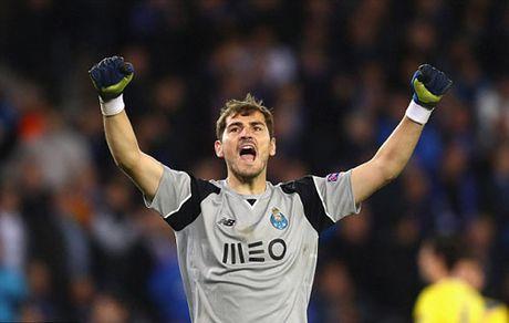 Casillas lai lap ky luc chi Ronaldo pha duoc - Anh 1