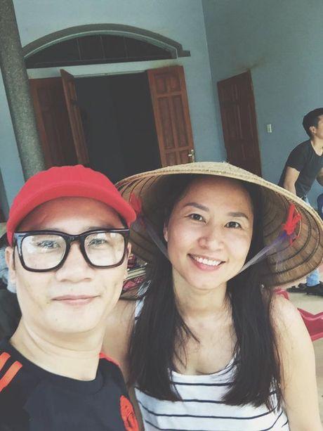 Khanh Thi va con trai nho lan loi duong xa ve noi lu lut cung MC Phan Anh, Hoang Bach - Anh 6