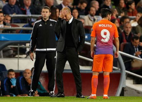 "Man City thua dau Barca, Pep bi ""lot mat na"" - Anh 2"