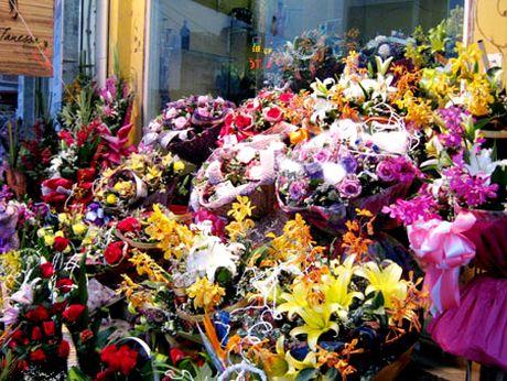 Thi truong hoa ngay 20/10 da dang, gia tang 20 - 30% so voi ngay thuong - Anh 1