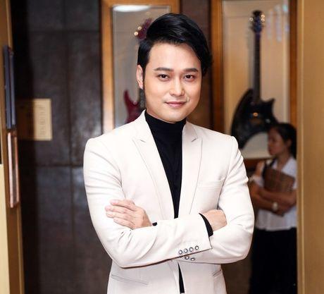 Huong Tram gay 'soc' voi vay ren mong manh khi di su kien - Anh 7