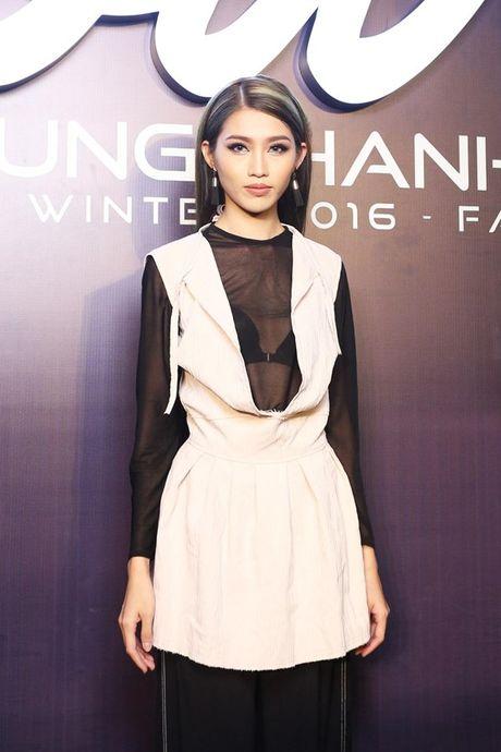 Angela Phuong Trinh om cun cung di xem show thoi trang cung Vo Canh - Anh 12