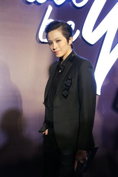 Angela Phuong Trinh om cun cung di xem show thoi trang cung Vo Canh - Anh 22