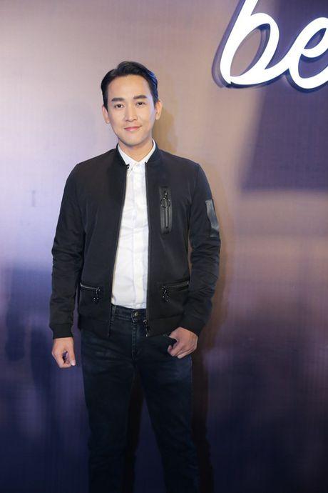 Angela Phuong Trinh om cun cung di xem show thoi trang cung Vo Canh - Anh 25
