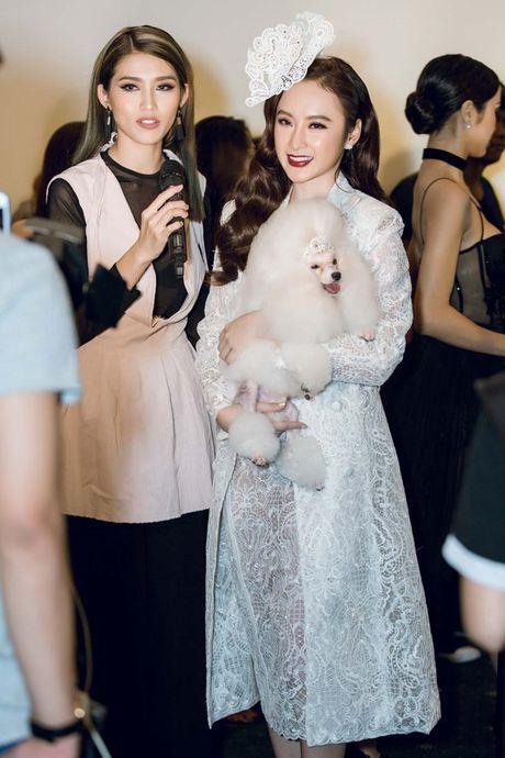 Angela Phuong Trinh om cun cung di xem show thoi trang cung Vo Canh - Anh 6