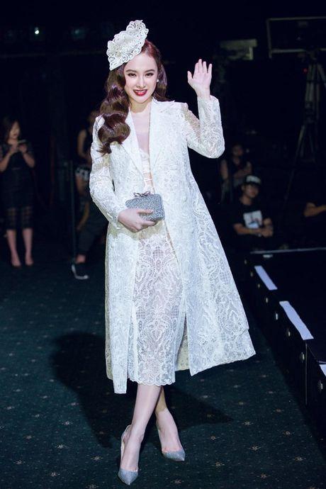 Angela Phuong Trinh om cun cung di xem show thoi trang cung Vo Canh - Anh 7