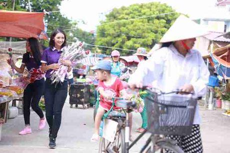 Thi sinh Hoa hau Viet Nam va hanh trinh 888 doa hong - Anh 3