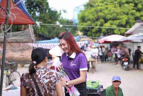 Thi sinh Hoa hau Viet Nam va hanh trinh 888 doa hong - Anh 5