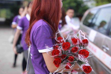 Thi sinh Hoa hau Viet Nam va hanh trinh 888 doa hong - Anh 6