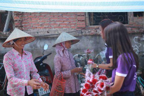 Thi sinh Hoa hau Viet Nam va hanh trinh 888 doa hong - Anh 7