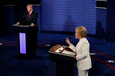 Hillary Clinton tu tin, cuoi 'chien thang' sau cuoc tranh luan thu 3 - Anh 10