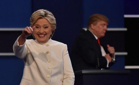 Hillary Clinton tu tin, cuoi 'chien thang' sau cuoc tranh luan thu 3 - Anh 11