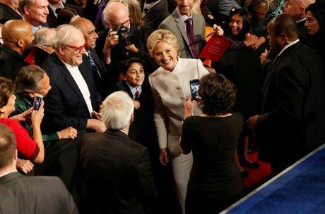 Hillary Clinton tu tin, cuoi 'chien thang' sau cuoc tranh luan thu 3 - Anh 1
