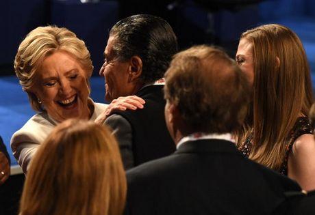 Hillary Clinton tu tin, cuoi 'chien thang' sau cuoc tranh luan thu 3 - Anh 4