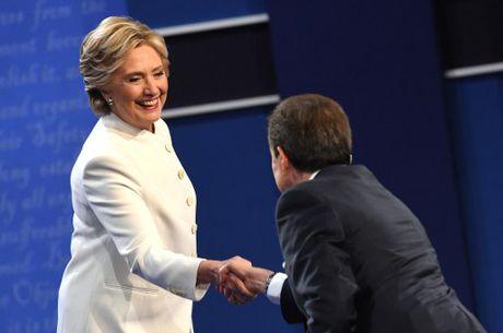 Hillary Clinton tu tin, cuoi 'chien thang' sau cuoc tranh luan thu 3 - Anh 5