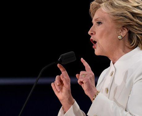 Hillary Clinton tu tin, cuoi 'chien thang' sau cuoc tranh luan thu 3 - Anh 6