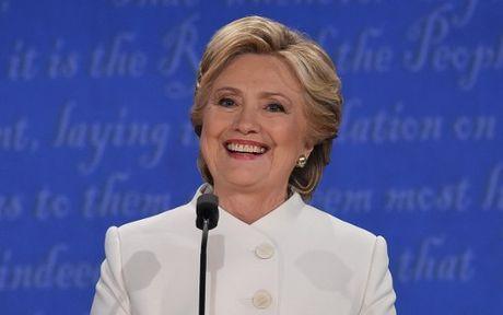 Hillary Clinton tu tin, cuoi 'chien thang' sau cuoc tranh luan thu 3 - Anh 7