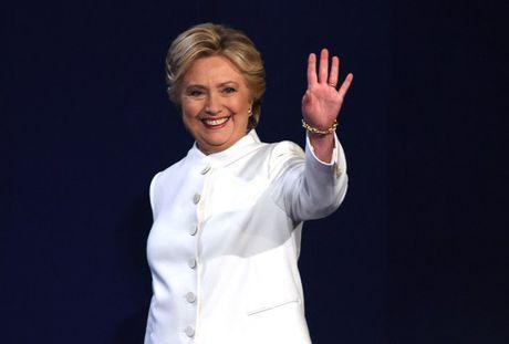 Hillary Clinton tu tin, cuoi 'chien thang' sau cuoc tranh luan thu 3 - Anh 9