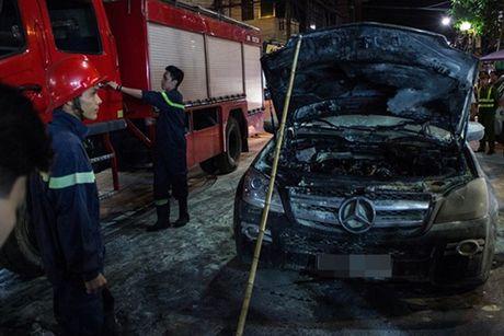 Khan truong dieu tra nguyen nhan chay xe Mercedes - Anh 1