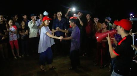 Hoang Bach nhan nhu Phan Anh: 'Toi nguong mo chu!'  - Anh 3