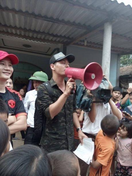 Hoang Bach nhan nhu Phan Anh: 'Toi nguong mo chu!'  - Anh 4