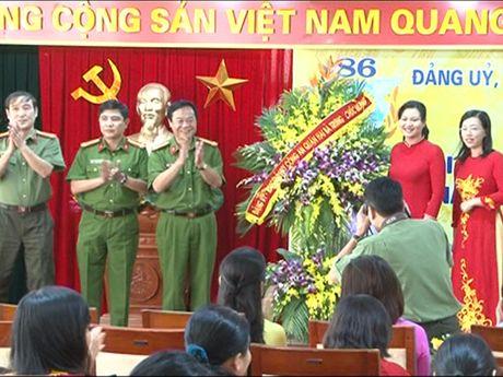 Phu nu Cong an quan Hai Ba Trung: Gioi viec nuoc, dam viec nha - Anh 1