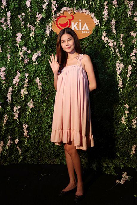 Ngoc Trinh mung 'ba trum chan dai' Ha Vy len chuc - Anh 7