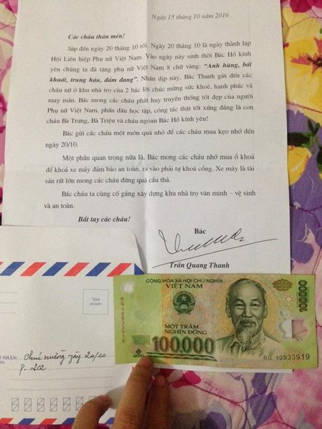 20/10: Chong di xe 'ca tang' mua hoa tang vo 'gay bao' - Anh 3
