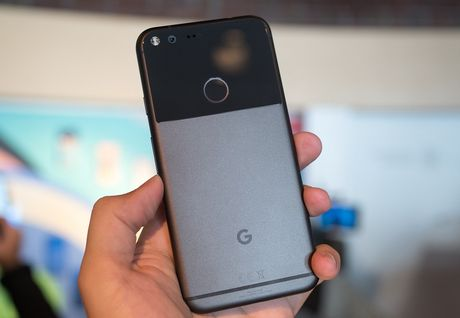 Pixel lap ky luc doanh so smartphone trong lich su Google >> 4 phablet Android co the khoa lap 'noi buon Note 7' - Anh 1