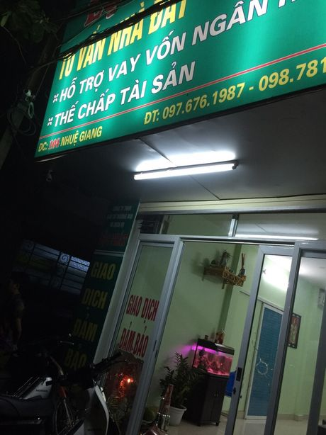 Ha Noi: Nghi no sung doi no giua dem khuya tren pho Nhue Giang - Anh 1