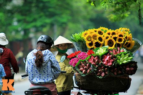 Chum anh dep nuc long nhung ganh hang hoa chi Ha Noi moi co - Anh 2