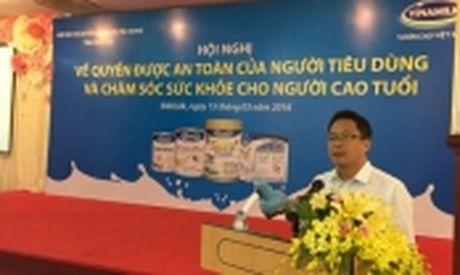 "Chuong trinh cham soc mat cong dong 2016: ""New V.Rohto - 20 nam cung cham soc, cung chia se"" - Anh 3"
