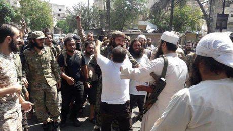 Chien su Syria: 150 phien quan dau hang, di tan khoi Aleppo - Anh 1