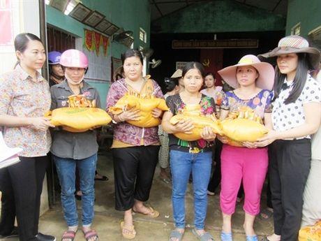 Nhung nguoi dan ba 'chay lu' trong ngay Phu nu Viet Nam - Anh 4