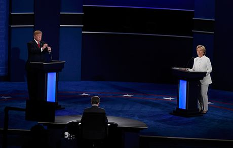 Trump - Clinton lai khong bat tay khi buoc tranh luan lan ba - Anh 1