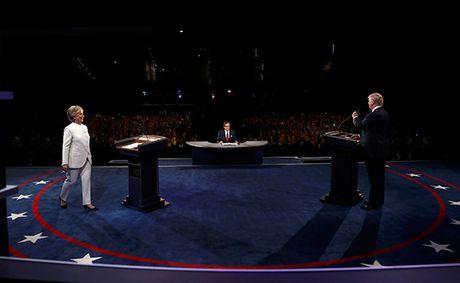 Trump - Clinton lai khong bat tay khi buoc tranh luan lan ba - Anh 3