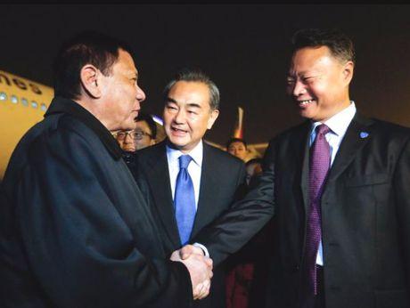 Philippines vua 'pha bang', vua can bang doi ngoai - Anh 2